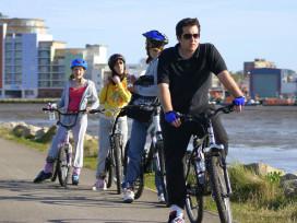 『騎自行車取代了打高爾夫』