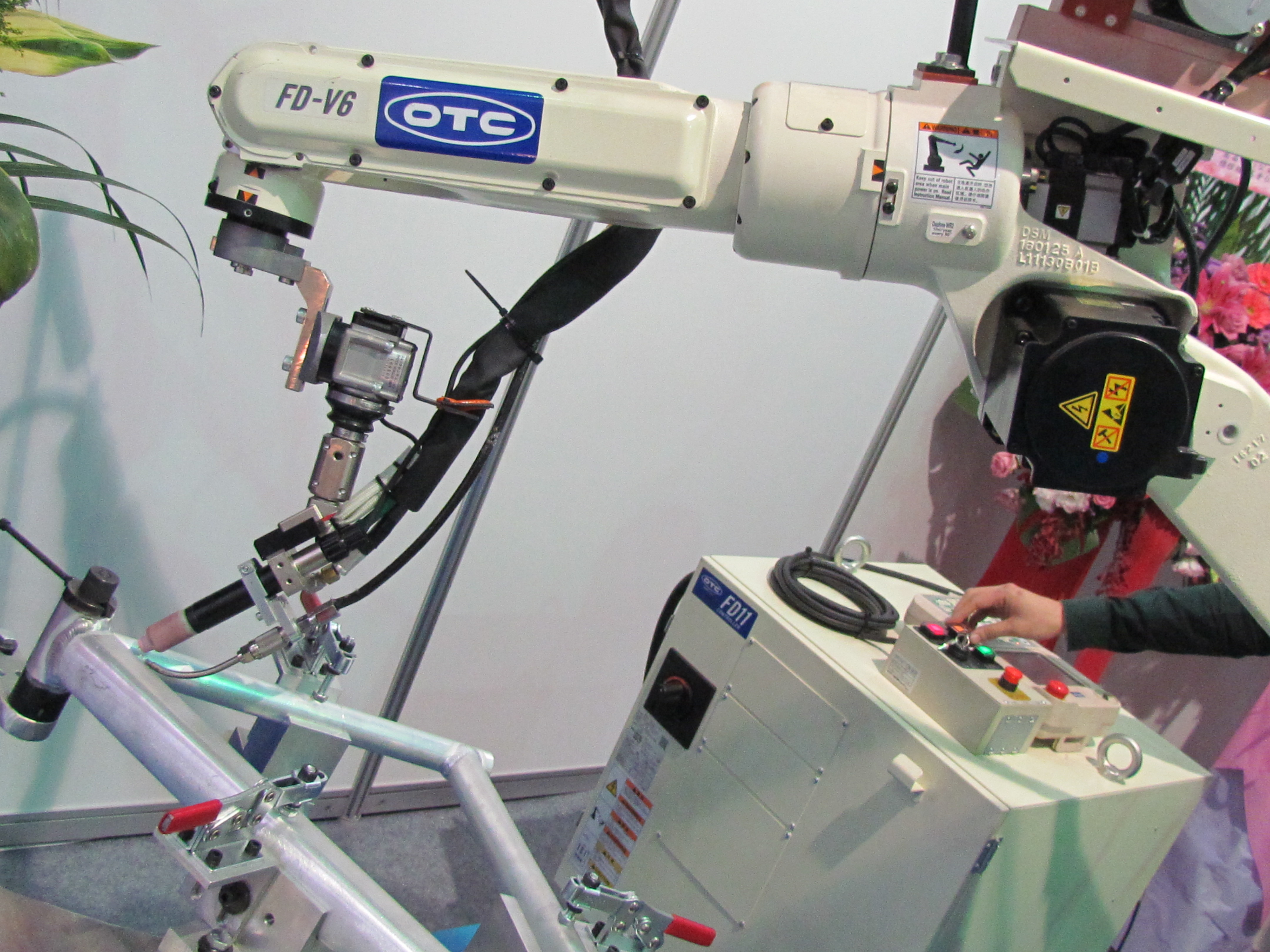 Robot Alloy Welders By Shuz Tung At Traingles Portugal Bike Europe