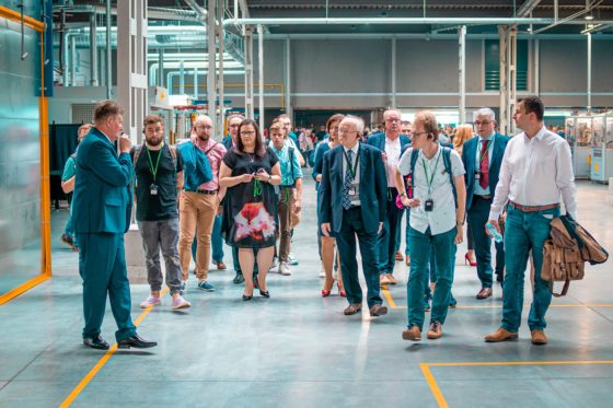Wieslaw Marek (left) explaining bicycle frame production in the new factory to his international guests. – Photo AG Motors